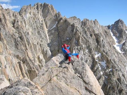 Spiderman relaxing on the summit of the Incredible Hulk.