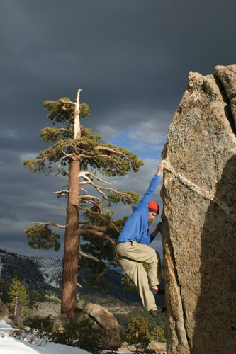 Kevin Swift on a V1 Ar&ecirc;te at Grouse Slabs near Donner Summit. 