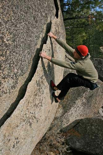 Kevin Swift on the V2 Ginsu at Pie Shop Boulders.