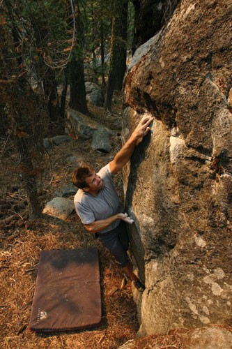 Mark Nicholas on a V5 at The Mystics area of The Secret Boulders.