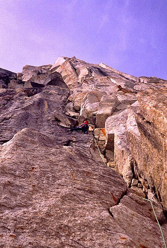 Chris McNamara leading the 1st pitch of the Cobra Pillar, Mt. Barrill...