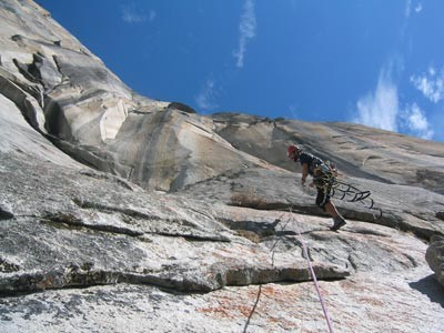 Ammon McNeely makes a pendulum on Pitch 9 of Horse Chute on El Capitan...