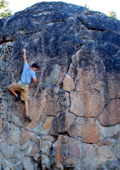 Castle Boulder aka The Dumps - Northern California Bouldering, USA. Click to Enlarge