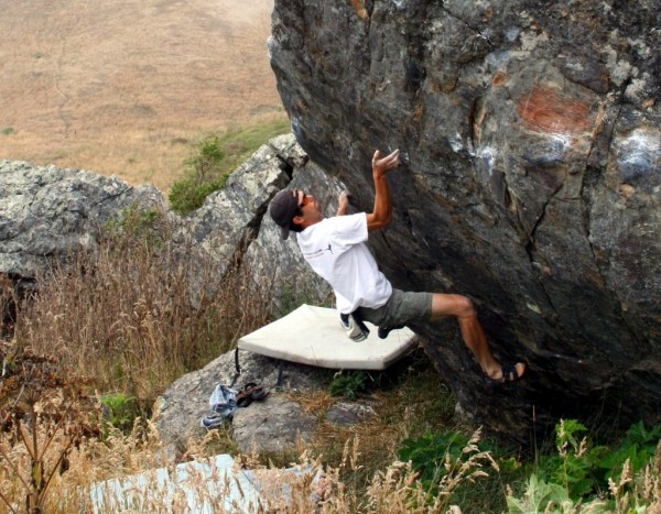 Marcos Nunez does the crux of his classic Hard Traverse V10!