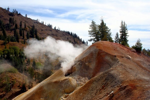 Roadside sulfur steam vents - Lassen Volcanic Park