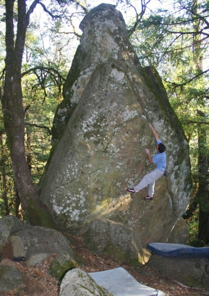 Charlie Barret gets warmed up on Pyramid Crack (V0R).