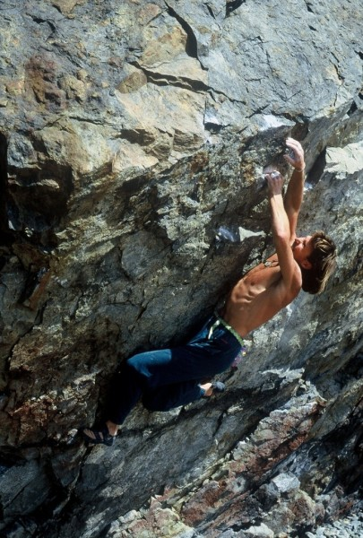 Russ Bobzien does a lap up his classic Manitou (V11)!
