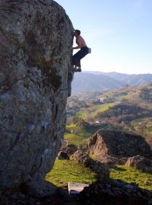 Chris Summit does first ascent of Mother Nature V3 sit (V1R highba...