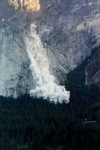Major rock fall on Glacier Point, June 1998