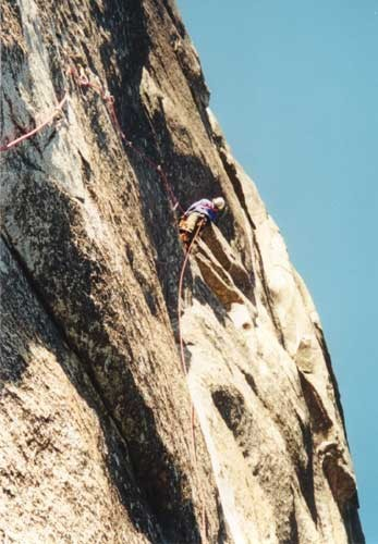 Ian Hetingbothan leading tricky pitch 4, C2 F.