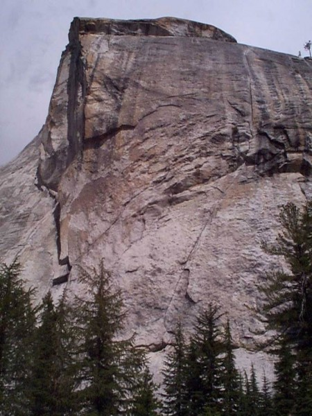 One of the most striking crack lines in Tuolumne.