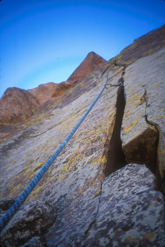 Looking up the 5th pitch of Cloud Tower, Red Rocks, Nevada. The route ...