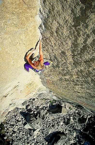Mary leads the 5.10c overhanging stemming corner on Oz.