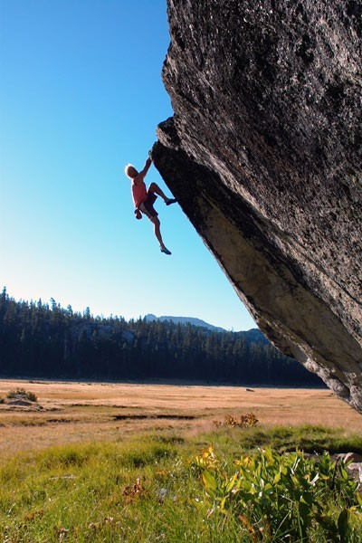 Steve Schneider does the awesome Flying Saucer Traverse!