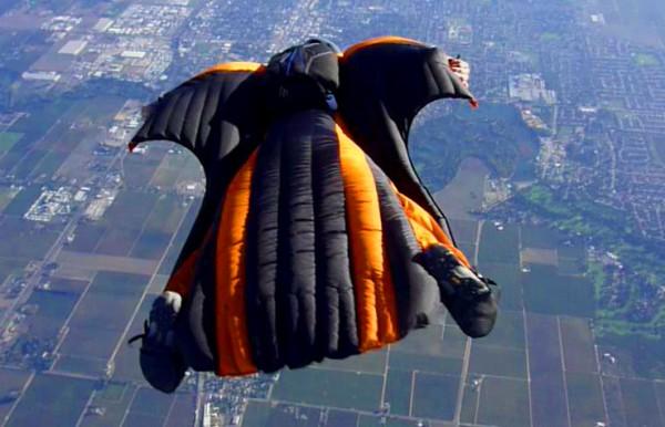 Pete Swan flying a Venom over Lodi, CA - Photo: Ammon McNeely
