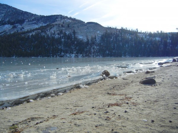 Ice on Tenaya lake. Groaning, popping, and boinging.