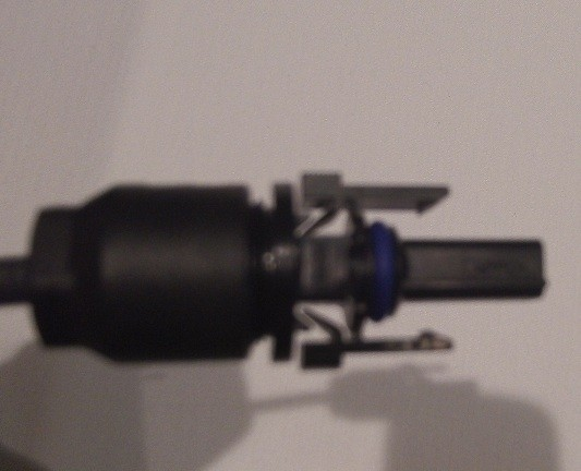 right connector when opened has blue ring as well [blurry photo]