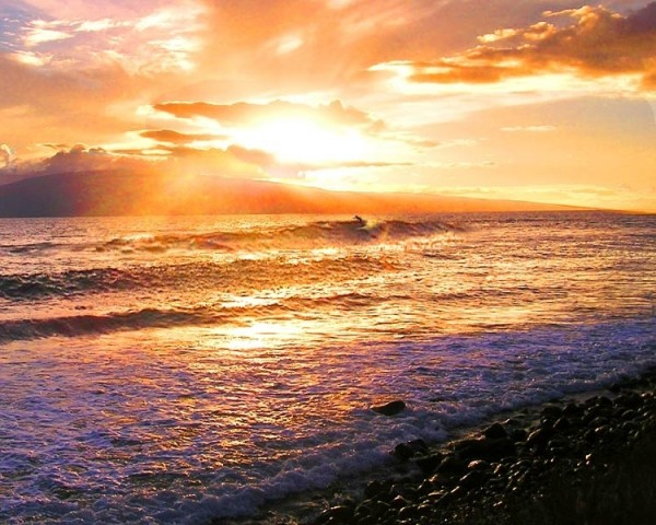 Magic solo sunset session on the west side of Maui <br/> Surfer: Olaf Mitc...