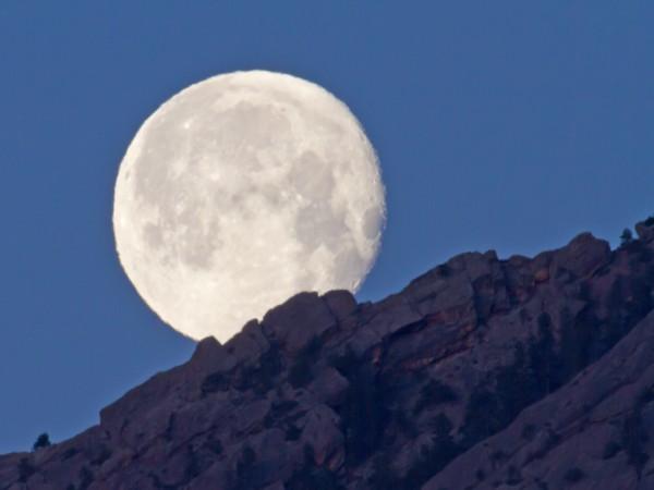 Moonset over the Boulder foothills
