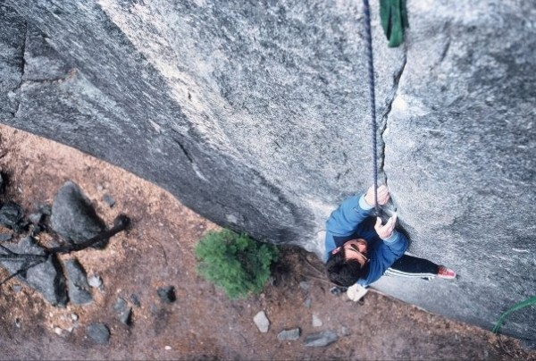 Mike Hernandez follows the first pitch of Church Bowl Tree (5.10b)