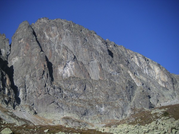 The 350m SE Face of the Perrons.