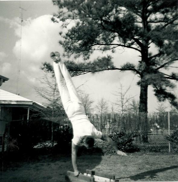 1957  Handstand