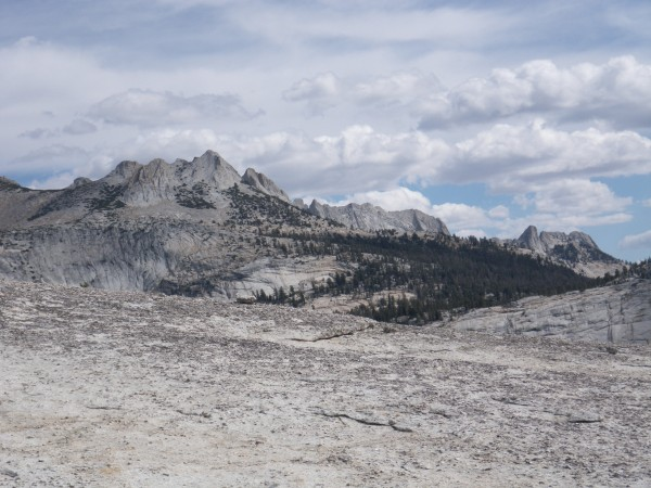 Echo Peaks and Matthes Crest, from Medlicott Dome.