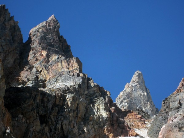 Pemmican Pillar (left) and Teepe Pillar rising above Dike Col.