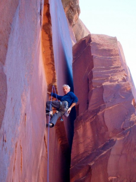 Putting up a rope on Super Crack