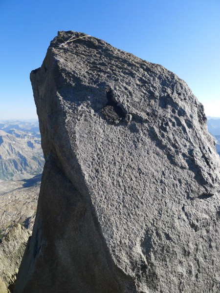 T-bolt summit block