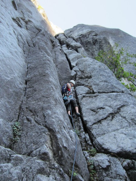 Geoff leading the P1 offwidth on Sands of Time