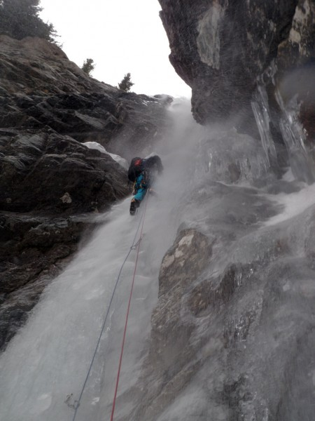 Battling spindrift in Lillaz Gulley(TD-,WI4,M4) in Val di Cogn...