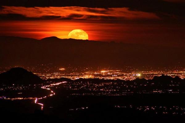 TotallyRippedOffFromFB <br/>  <br/> Moonrise over Tucson from Kitt Peak 12/04/12