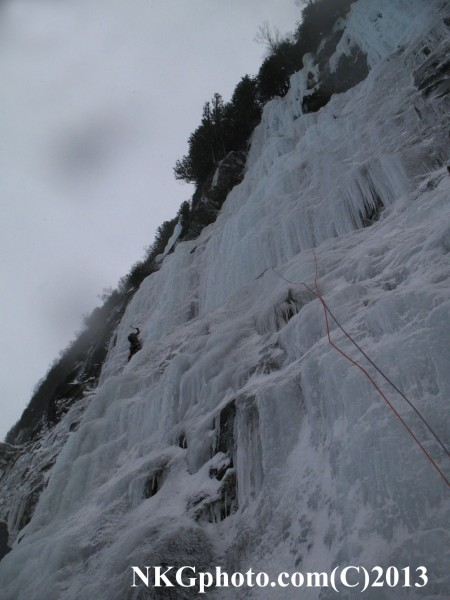 20 BELOW ZERO GULLY  WI4+ The lake Photo by Isa oehry