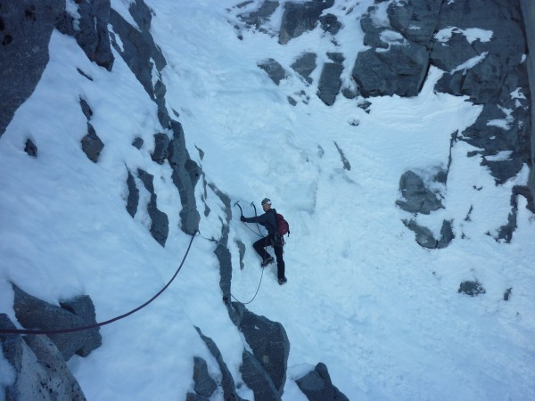 An excellent little mixed traverse links into the upper gully