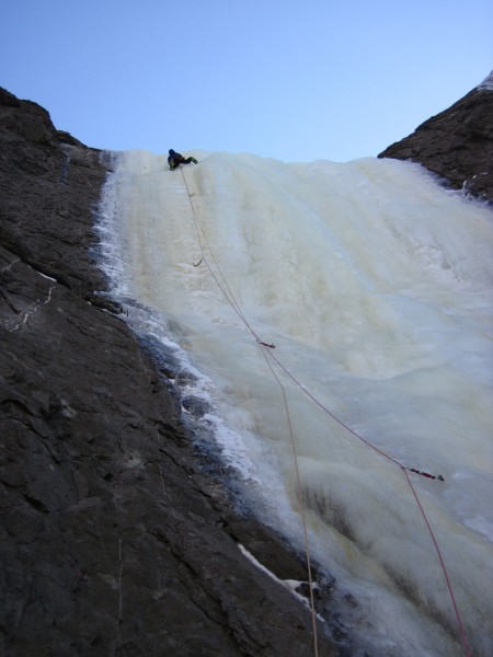 Rob took the lead on the steep middle pitch (1/21/13).