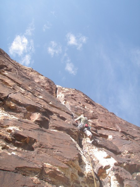 Travis on his first gear lead; Ragged Edges P1 (5.8)