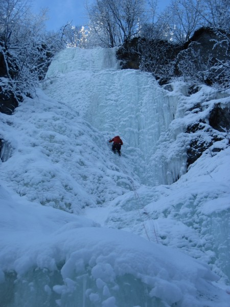 Lost Chord (WI4 60m) - my 1st water ice lead in Alaska - fun! ...