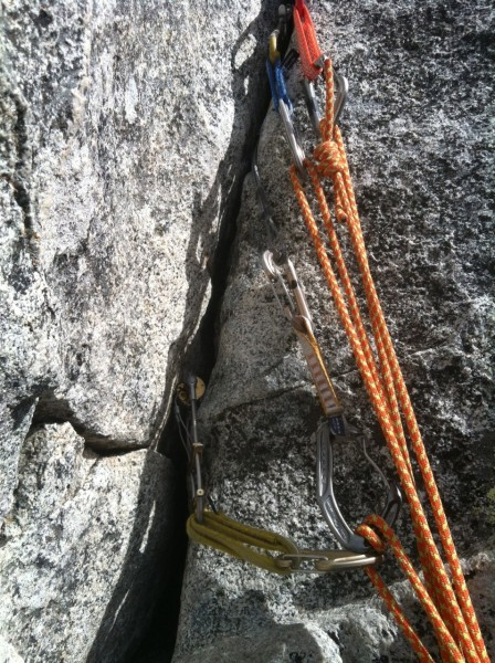 Thanks Ian for keeping watch over my belay anchors. <br/>