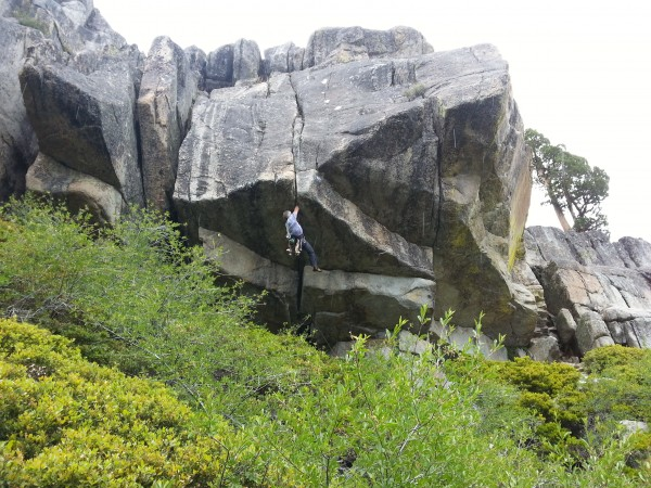 Staying dry on Carl's Overhang, School Rock @ Donner in the rain