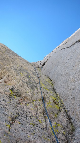Pushing past the alcove on the triple cracks pitch.
