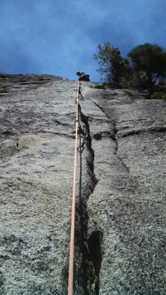 Leading the second pitch of Jam Crack