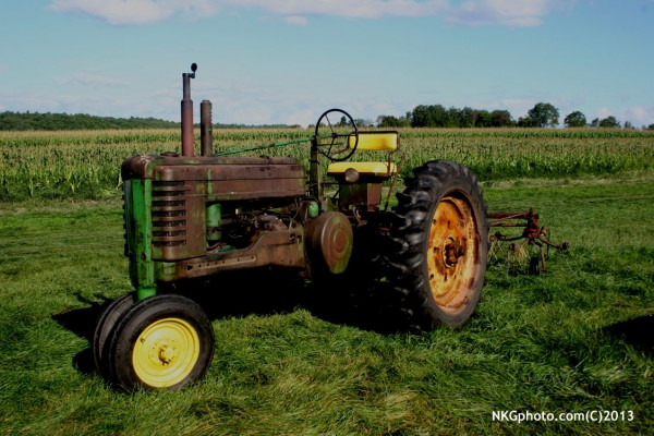 1951 John Deer. this tractor grew up on the fam accross the street fro...