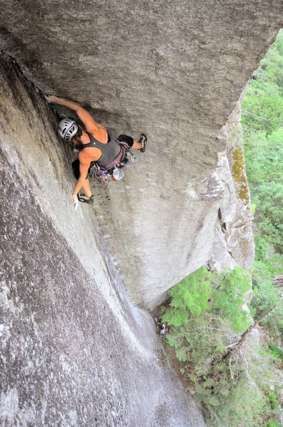 Rosie palming for friction on The Great Arch. p: Doug Tomczik