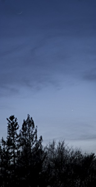 New January moon, with Venus in the skies over Livermore 1/2/2014 arou...