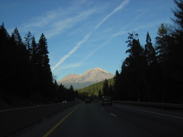 Mt. Shasta from the south on Interstate 5 - looking quite dry (1/4...