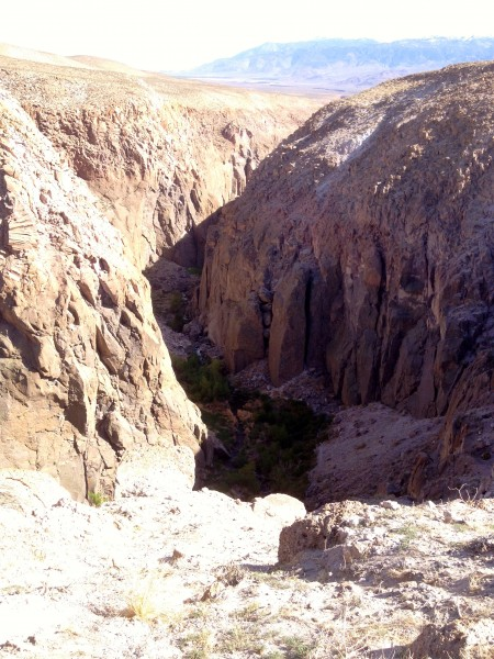 This is the entrance to the Upper Gorge. You can see the faces below, ...