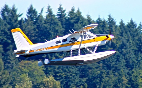 Random deHavilland Beaver taking off yesterday from the floatplane bas...