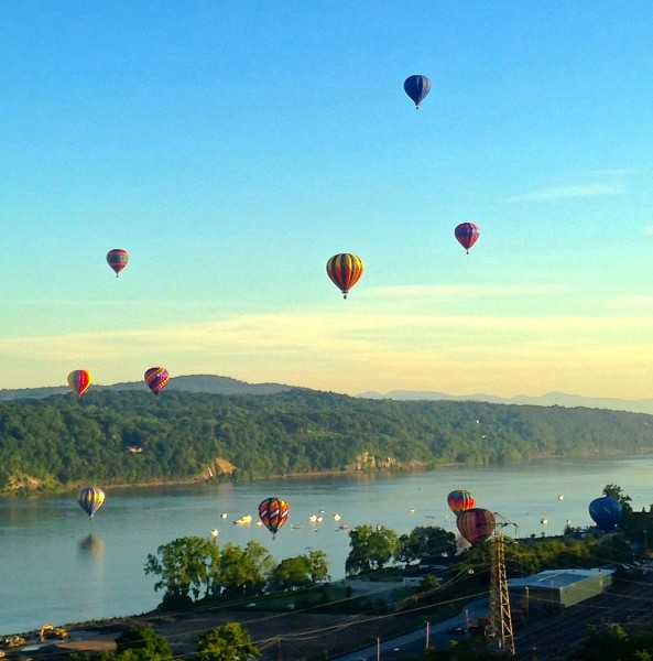 Hot air balloons over the Hudson