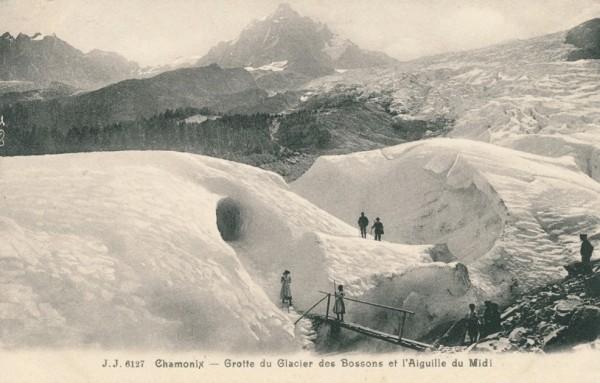 Grotte du Glacier des Bossons et l'Aiguille du Midi